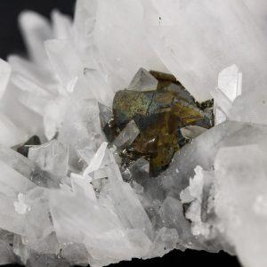 Hübnerite, Quartz and Chalcopyrite